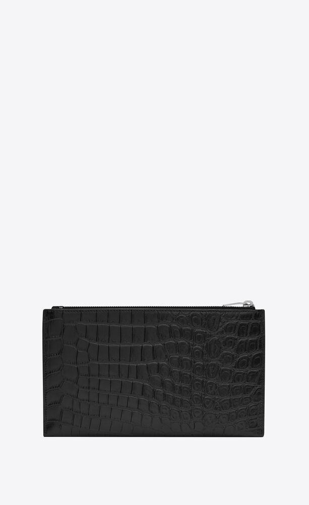 flache pouch aus mattem leder mit krokodillederprägung