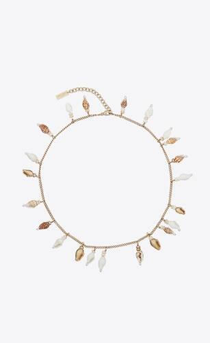 collana con pendente conchiglia in metallo, conchiglie e legno