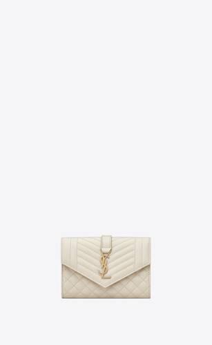 portafogli envelope monogram piccolo in pelle goffrata grain de poudre mix matelassé