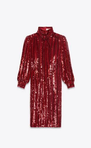 paillettenbesetztes kleid mit lavallière-ausschnitt aus seidengeorgette