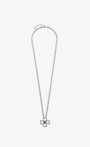 collar de metal con trébol de corazones de cristal transparente