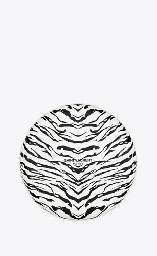 zebra frisbee