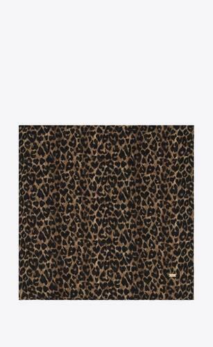 grand carré en sergé de laine à imprimé léopard cœur