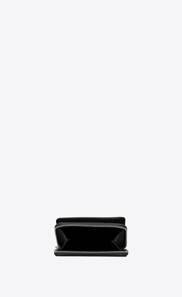 kompakte brieftasche mit reißverschluss aus schwarzem, glänzendem leder mit krokodilprägung