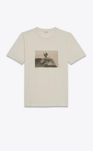 camiseta tipo surfista