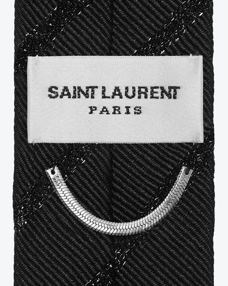 cravate fine à rayures en jacquard de soie