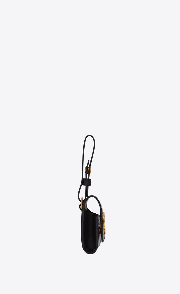 monogram airpods hülle aus glänzendem leder mit krokoprägung