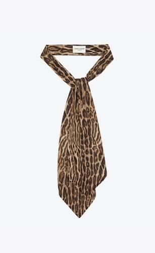 corbata ascot ancha de crepé con estampado ocelote
