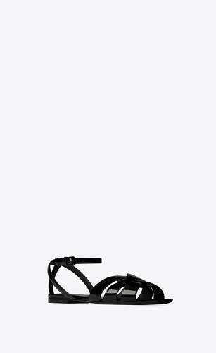 flache tribute sandale aus lackleder