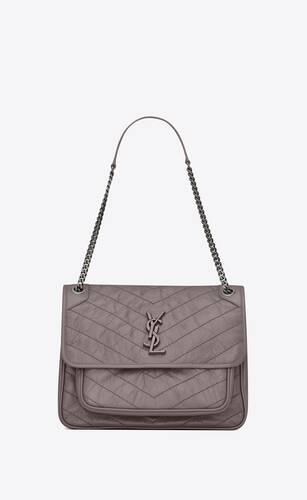 große niki tasche aus grauen leder mit knitteroptik und steppnähten