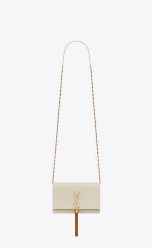 kate chain wallet avec pompon en cuir embossé grain de poudre