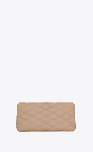 cartera de mano tipo sobre sade puffer de piel de cordero