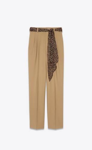pantalones plisados de gabardina de lana con cinturón de seda