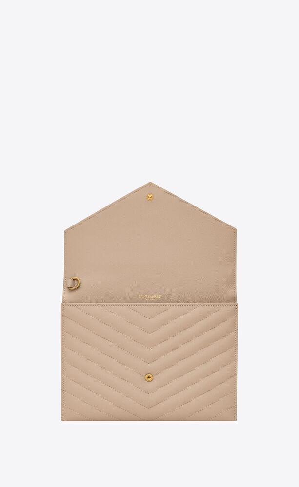 monogram clutch aus gestepptem leder mit grain-de-poudre-prägung