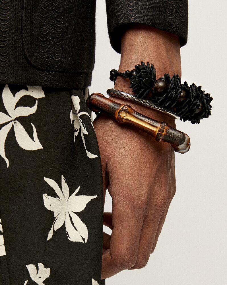 pulsera rígida cuadrada de metal y madera con motivo de bambú