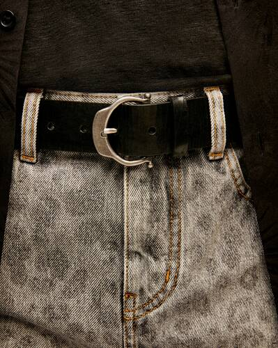 horseshoe buckle belt in crackled leather