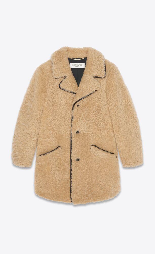 langer mantel aus shearling