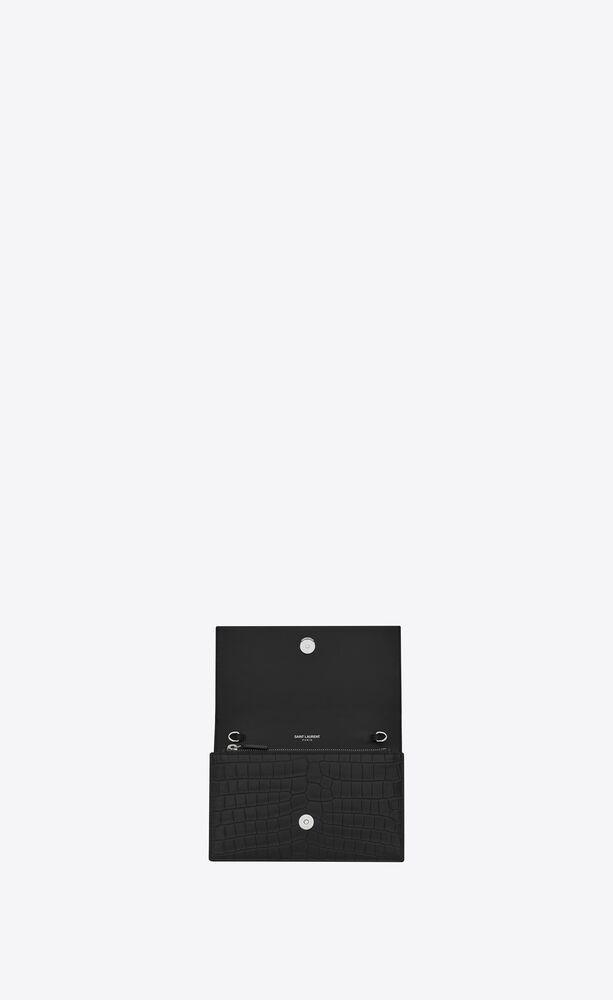 kate portemonnaie aus schwarzem leder mit krokodillederprägung mit kette und quaste