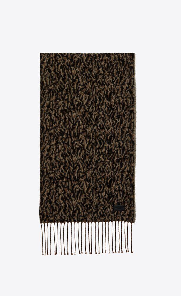 langer strickschal aus wolle mit camo-print