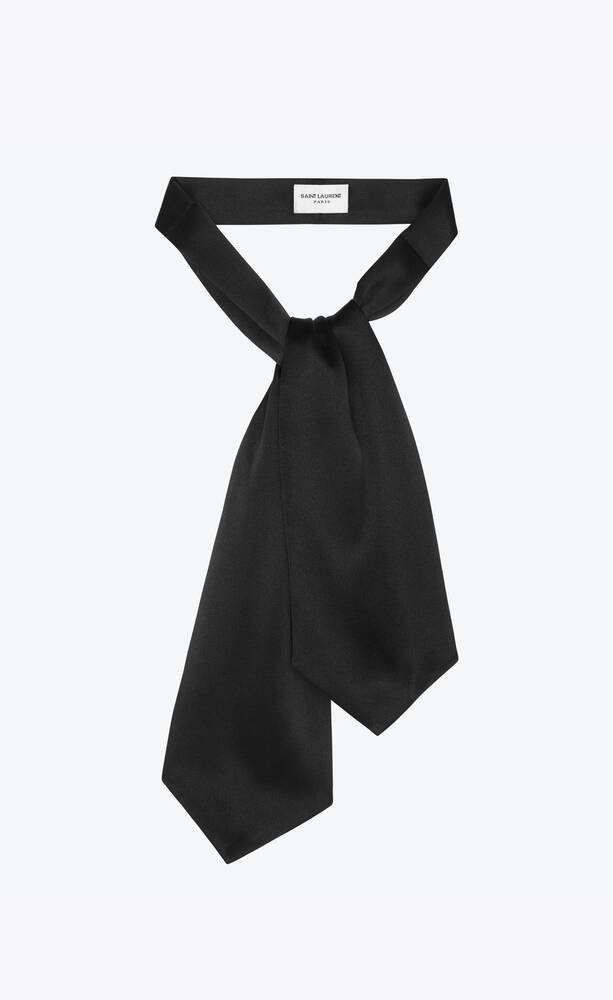 large ascot tie in silk satin