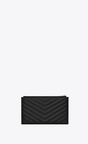 monogram clutch aus schwarzem narbenleder mit steppnähten