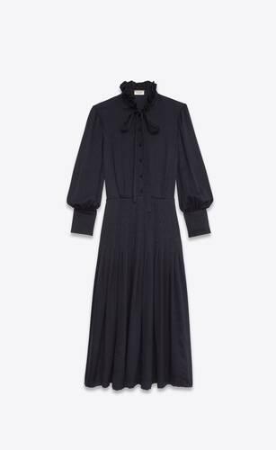 abito lungo con collo lavallière in seta a quadri lucida e opaca