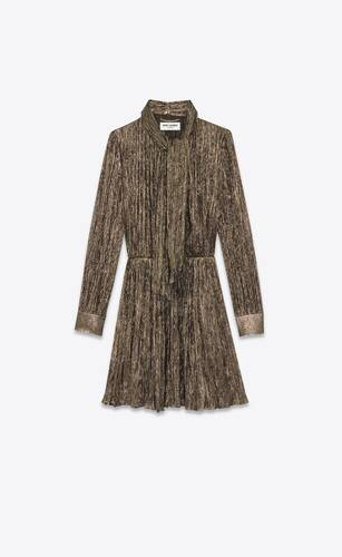 robe courte lavallière en crêpe de soie plissée et lamée