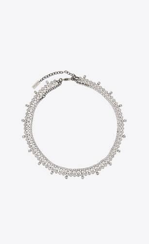 collar de metal con tres líneas de cristales