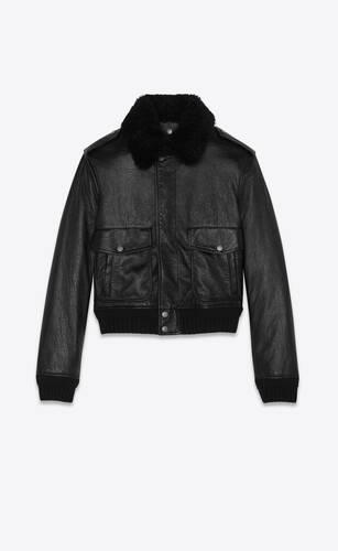 블랙 가죽과 시어링 소재의 봄버 재킷