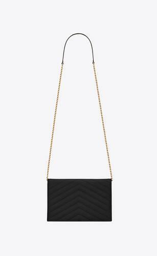 chain wallet aus leder mit grain-de-poudre-struktur und umschlag