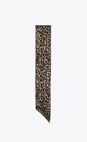 grande lavallière en jacquard lamé de soie imprimé léopard