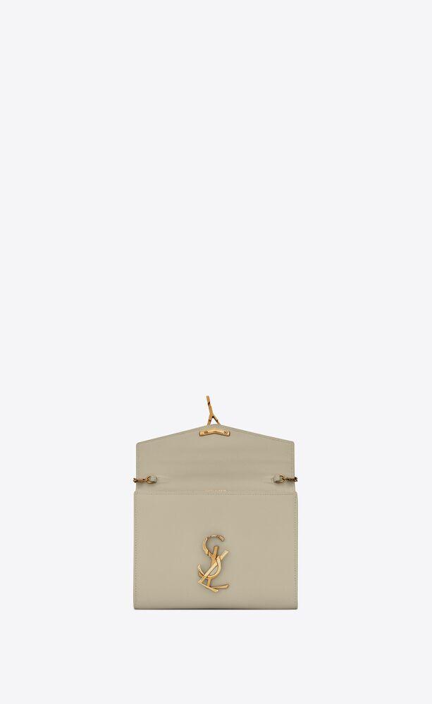 cartera con cadena cassandra de piel repujada grain de poudre