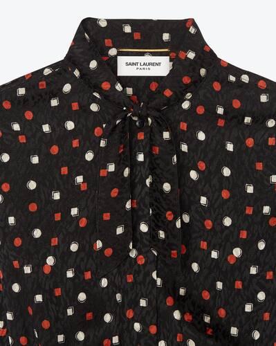 kleid mit lavallière-ausschnitt mit geometrischem print aus seidenjacquard
