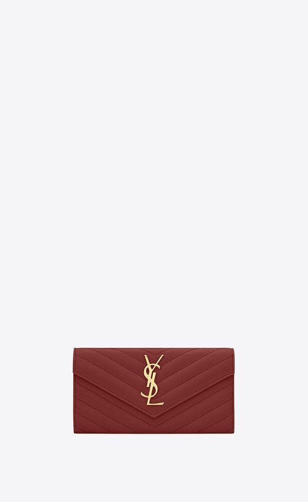 cartera con solapa monograma large de piel acolchada y repujada grain de poudre