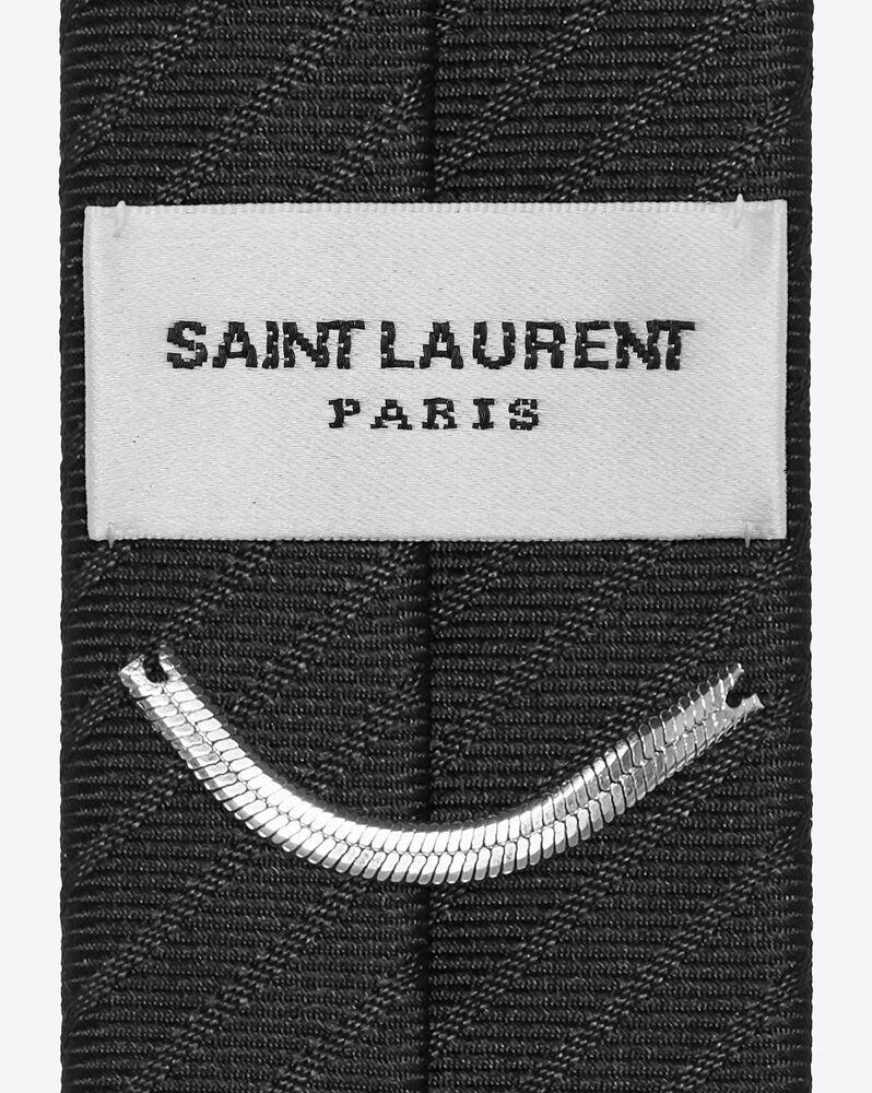 cravate fine en satin de soie à rayures relief