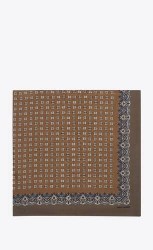 quadratischer schal aus seidentwill mit kaschmir-print