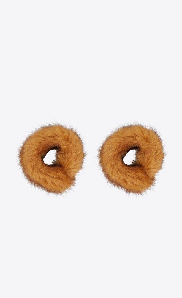 cuffs in vegetal fur