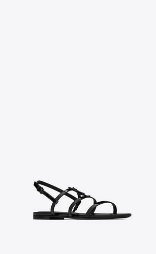 cassandra flat sandals in patent leather with black monogram