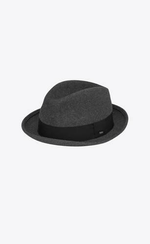 래빗 펠트 소재의 페도라 모자