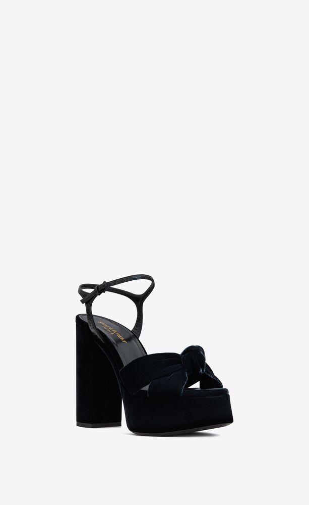 bianca sandalen aus lackleder mit ayers-prägung und samt